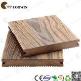 grão 3D de madeira que grava profundamente o Decking contínuo de WPC