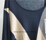 ウールは長い袖のプルオーバーによって編まれるセーターを混ぜる