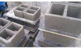 Der konkrete Bordstein, der die Machine/Concrete Kandare bildet Machine/Concrete Bordstein bildet, bearbeitet Qt10-15 maschinell
