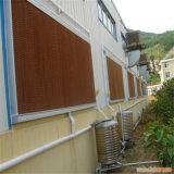 Pista de la refrigeración por evaporación en el sistema de la ventilación y de enfriamiento para la casa de las aves de corral