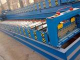 屋根のパネルを作る機械装置の床タイルを形作るロール