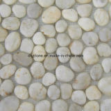 白い滑り止めの浴室の玉石の石のタイル
