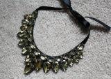 2016 de Nieuwe Halsband van de Nauwsluitende halsketting van het Kostuum van het Kristal van de Parel van de Juwelen van de Manier (JE0067)