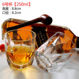 По-разному чашка стекла вина, стеклянная кружка для ликвора, чашки чая воды выпивая для молока