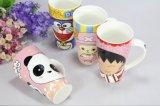 El color esmaltó las tazas de cerámica modificadas para requisitos particulares de las tazas del té del café del diseño