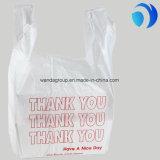 مغازة كبرى تسوق يشكر يعبّئ أنت [ت-شيرت] حقائب ويبتسم وجه حقائب