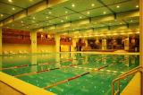 Competição do equipamento da piscina do FL que compete a corda da pista