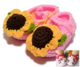 손 크로셰 뜨개질 0-12m 첫번째 보행자가 아기에 의하여 뜨개질을 한 신발 유아에 의하여 구두를 신긴다