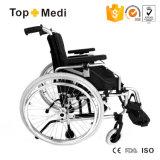 Alumínio ajustável da largura do assento de Topmedi do equipamento médico que dobra a cadeira de rodas manual