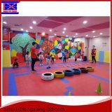 Plancher de sport de sécurité pour les enfants Aire de jeux / Paysage pour enfants colorés