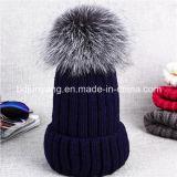 編まれた実質の毛皮POM POMはかぎ針編みの豪華な赤ん坊の帽子の帽子を接続した