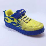 2016人の方法スポーツの靴の子供の靴の子供の履物は靴を遊ばす