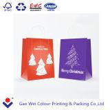 Bolsa de papel de la Navidad que hace compras