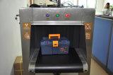 Осмотр службы безопасности аэропорта блока развертки багажа рентгеновского снимка