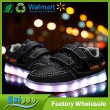 Светящие ботинки для USB детей поручая на ботинках спортов