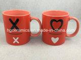 2つの調子のマグ、赤いマグ、昇進の陶磁器のマグ