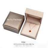 Rectángulo de empaquetado de la joyería cuadrada de cuero falsa de lujo hecha a mano del regalo
