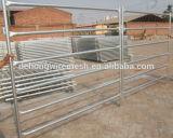 PVC上塗を施してある家畜の塀によって溶接される鉄の管