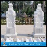 Columnas sólidas de mármol blancas de interior de piedra con la talla