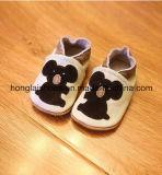 赤いマウス: 革赤ん坊靴