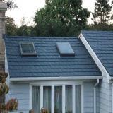 Покрасьте каменные покрытые плитки крыши металла