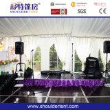 Bella tenda di evento con illuminazione