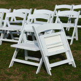 Harz Folding White Chairs bei Outdoor Party