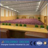 Il suono della sala per conferenze assorbe la scheda acustica di legno