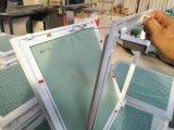 Gips-Vorstand-Zugangsklappe-und Aluminium-Rahmen-Stoß geöffnet