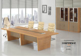 Mesa de conferência da reunião moderna do escritório de madeira