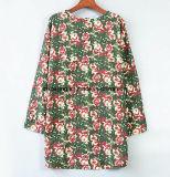 緑によって印刷される女性の`Sのワイシャツ