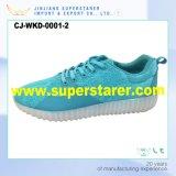 LEDは靴の人の女性の男女兼用のスポーツ偶然LEDの靴をつける