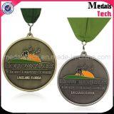 Morire le medaglie sveglie dei capretti di funzionamento del metallo su ordinazione in lega di zinco di rivestimento antico del getto