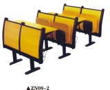 Mesa e cadeira da etapa da qualidade ajustadas na universidade
