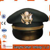 Militärermächtigungs-Offizier ragte Schutzkappe mit Metallfirmenzeichen empor