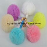 Пушистый цветастый шарик шерсти кролика