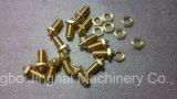Machine pour traiter les garnitures de cuivre des pièces de cuivre