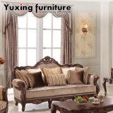 Il sofà di legno classico del tessuto ha impostato con la Tabella antica per la mobilia del salone