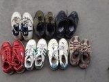 Sorteer Schoenen van een de Gebruikte Sport/de Schoenen van de Tweede Hand met Laagste Prijs