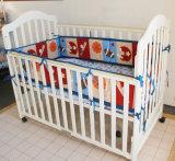 Het zachte Ontwerp van de Sporten van het Beddegoed Vastgestelde 3PCS dat voor de Jongen van de Baby wordt geplaatst