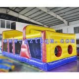 子供の遊園地のために薄板になる巨大で膨脹可能な障害物コース