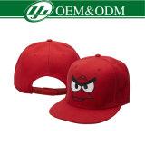 Un berretto da baseball acrilico di 100 3D Embroidery Logo