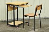 خشبيّة قاعة الدرس طالب مكتب وحيدة مع عجلات