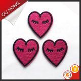 Correção de programa do bordado do vestuário das crianças da forma do amor do coração da cor vermelha