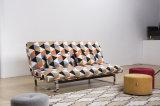 すべての金属フレームおよび5つの調節可能な位置(VV965)の広いマットレスのあるソファー
