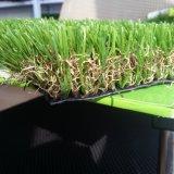重金属のない裏庭の庭の装飾のための人工的な草