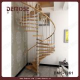 別荘(DMS-1001)のための木の螺旋階段