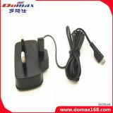携帯電話のケーブルによってワイヤーで縛られるSamsung I9000旅行充電器のアダプター