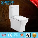Cuarto de baño que lava el tocador de cerámica de una pieza
