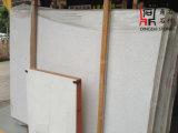 Bulidingの装飾またはカウンタートップのためのVeitnamからの自然な石造りの曇った白い大理石の平板